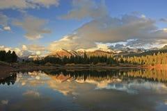 Lago Molas y montañas de la aguja, desierto de Weminuche, Colorado Foto de archivo