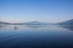 Lago Mondsee arly In The Morning At imagens de stock royalty free