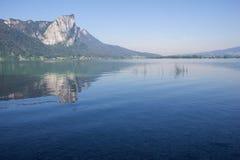 Lago Mondsee Dragonwall foto de stock