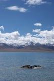 Lago, montagna, cielo Fotografia Stock Libera da Diritti
