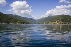 Lago in montagna di Geres, dentro Fotografie Stock
