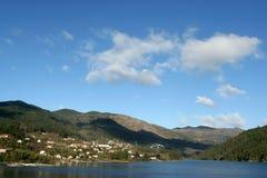 Lago in montagna nel Portogallo Fotografie Stock