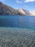 Lago in montagne dell'Himalaya Fotografie Stock Libere da Diritti