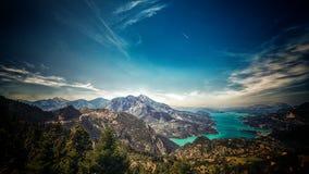 Lago, montagne e cielo Immagini Stock
