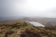 Lago moorland - el Tarn en un valle imagenes de archivo