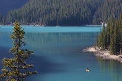 Lago moraine, Alberta, Canadá Imagen de archivo libre de regalías