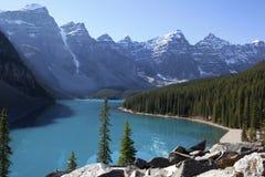Lago moraine, Alberta, Canadá Foto de archivo