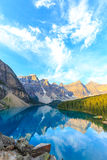 Lago moraine, canadense Montanhas Rochosas foto de stock