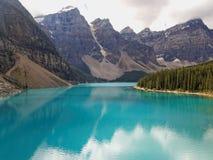 Lago moraine del turchese di estate Fotografia Stock