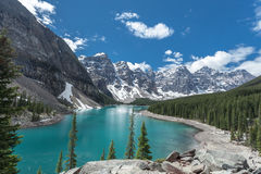 Lago moraine en Jasper National Park, Canadá foto de archivo