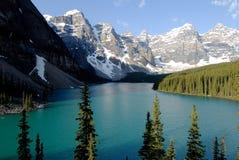 Lago moraine, montañas rocosas canadienses, Canadá Imagenes de archivo