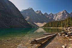 Lago moraine - parque nacional de Banff Imagenes de archivo