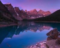Lago moraine temprano por la mañana Fotografía de archivo
