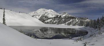 Lago moraine y la hermana del sur Imagen de archivo