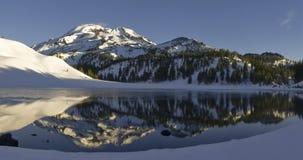 Lago moraine y la hermana del sur Fotos de archivo