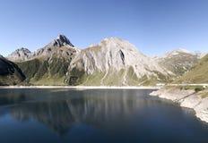 Lago Morasco en el valle de Formazza, Italia Foto de archivo