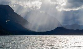 Lago Moreno - surfista dell'aquilone nell'azione fotografie stock libere da diritti