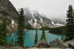 Lago Morraine, Alberta, Canada immagini stock