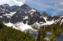 Lago Morskie Oko em montanhas polonesas de Tatra com MI Imagem de Stock
