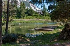 Lago Mosigo in San Vito di Cadore dentro le alpi italiane delle dolomia Fotografie Stock Libere da Diritti