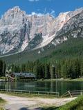 Lago Mosigo in San Vito di Cadore dentro paesaggio italiano delle alpi delle dolomia Immagini Stock Libere da Diritti