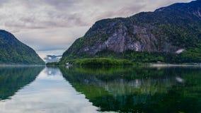Lago mountain al tramonto della molla in Hallstatt, timelapse stock footage
