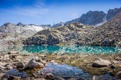 Lago mountain cerca del glaciar del ` s de Presena Imagen de archivo