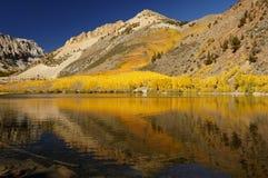Lago mountain, colori di caduta fotografia stock libera da diritti