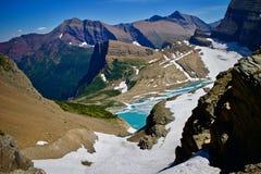 Lago mountain com gelo e neve fotos de stock