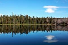 Lago mountain con la nube fotografia stock