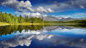 Lago mountain con la riflessione Fotografia Stock Libera da Diritti