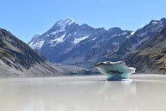 Lago mountain de Nueva Zelanda del iceberg imagen de archivo libre de regalías
