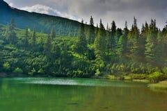 Lago mountain el la tarde Fotografía de archivo libre de regalías
