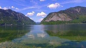 Lago mountain em Hallstatt, cumes video estoque
