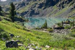 Lago mountain en Altai, Rusia Imagenes de archivo