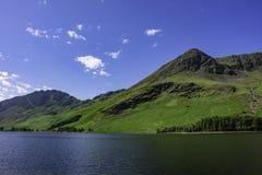 Lago mountain en Cumbria rural, Reino Unido imagen de archivo libre de regalías