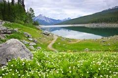 Lago mountain en el parque nacional del jaspe, Canadá Fotos de archivo