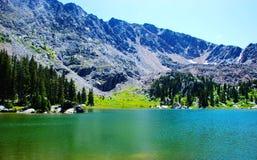 Lago mountain en el verano foto de archivo libre de regalías