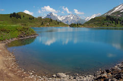 Lago mountain en las montan@as suizas Fotografía de archivo libre de regalías