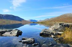 Lago mountain en Noruega Imágenes de archivo libres de regalías