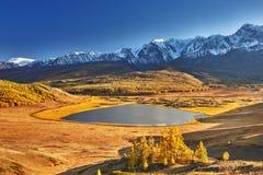 Lago mountain, montagne di Altai Fotografia Stock Libera da Diritti