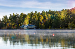 Lago mountain nel Adirondacks ad alba fotografia stock libera da diritti