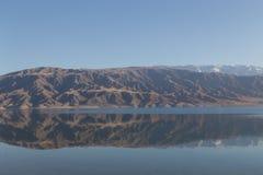 Lago mountain nel Kirghizistan immagine stock