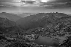 Lago mountain nel monocromio Fotografia Stock