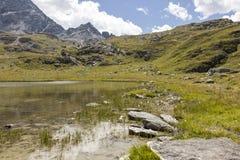 Lago mountain nella valle di Engadin, Graubunden, Svizzera Immagine Stock Libera da Diritti