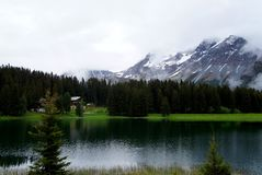 Lago mountain nelle alpi Fotografie Stock Libere da Diritti