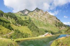 Lago mountain nelle alpi Fotografie Stock
