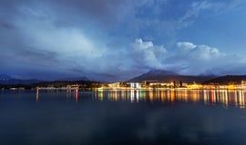 Lago mountain nelle alpi alla notte Lucerna alla notte Immagini Stock Libere da Diritti