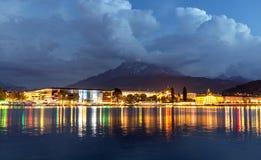 Lago mountain nelle alpi alla notte Lucerna alla notte Fotografia Stock