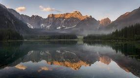 Lago mountain nelle alpi italiane Immagini Stock Libere da Diritti